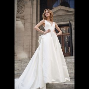 Bliss by Monique lhuillier bow back Wedding gown